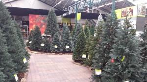 In veel bouwmarkten is de kerstafdeling al (bijna) klaar.